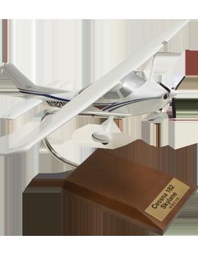 Cessna 182 Skylane Model Scale 1:32
