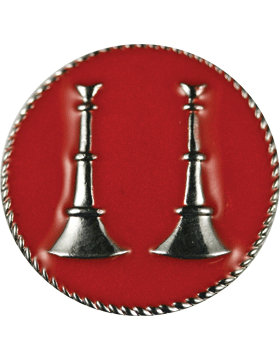 Collar Device (U-611S) Double Bugles Parallel on Disk with Red Enamel Silver